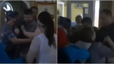 Photo of video | Conflict mai vechi, motiv de bătaie în biserică. Un preot din Ialoveni, îmbrâncit și scos cu forța din lăcaș