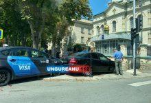 Photo of update, foto | Accident la poarta bisericii. Un taximetrist s-a tamponat într-un Mercedes