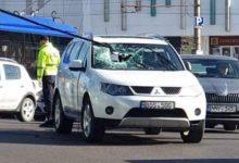 Photo of Reacția RTEC după ce tija unui troleibuz de pe ruta nr. 17 a spart parbrizul unei mașini în trafic