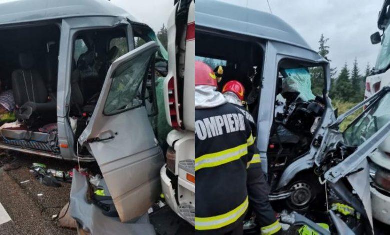 Photo of Un microbuz cu moldoveni la bord s-a izbit de un TIR la Suceava. Sunt cinci victime