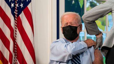 """Photo of """"Nu pare, dar am peste 65"""". Biden, vaccinat cu a treia doză de ser contra COVID-19"""