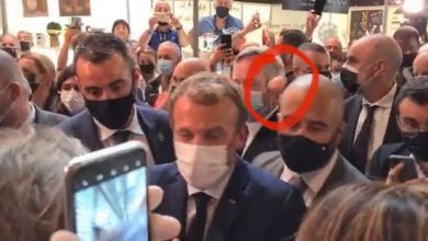 Photo of video | Momentul în care Emmanuel Macron este lovit cu un ou de un protestatar. Suspectul a fost arestat