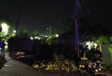 Photo of foto | Un TIR s-a izbit violent de o casă din capitală. Doi piloni de electricitate, doborâți
