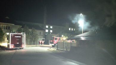 Photo of foto | Acoperișul unei locuințe, distrus de flăcări. Trei echipaje de pompieri au luptat cu focul