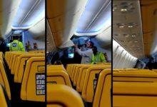 Photo of Bărbat dat jos din avion în România pentru că a refuzat să poarte mască. Pasagerii au aplaudat