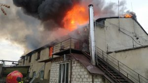 foto, video   Incendiu în centrul capitalei: Au intervenit zece echipaje de pompieri